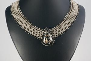 Síťovaný náhrdelník s minerálem - amfibol